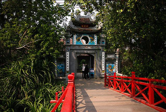 Cổng đền Ngọc Sơn