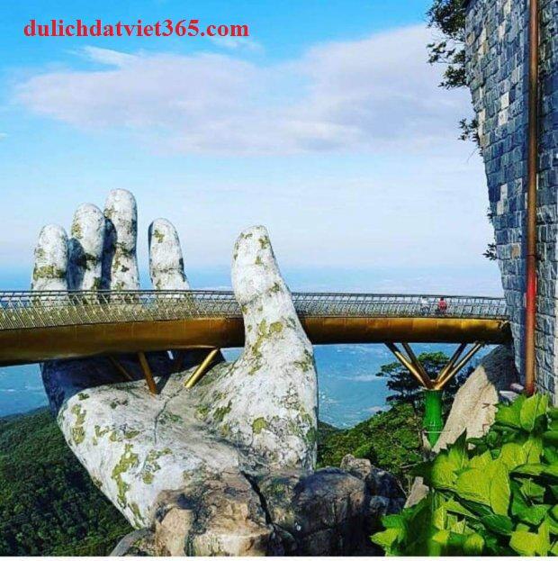 bàn tay lồ tại cầu Đà Nẵng