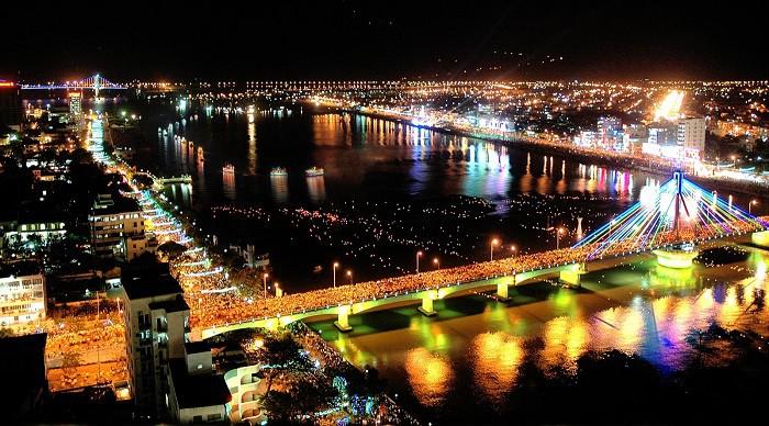 Cầu Quay Đà Nẵng Về Đêm