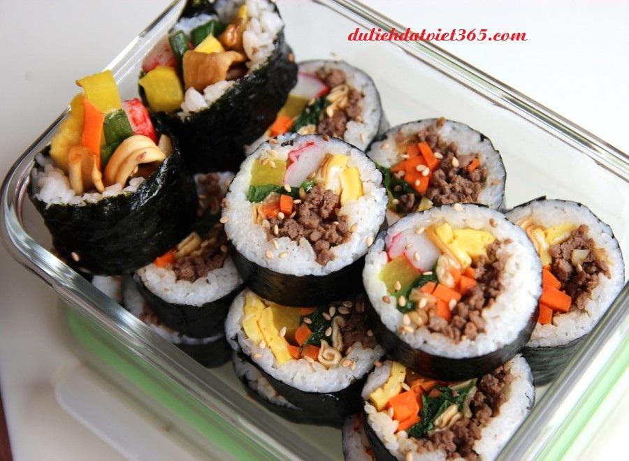 Món Cơm Cuốn Lá Rong Biển  Hàn Quốc