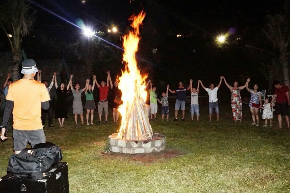 Team Building lửa Trại