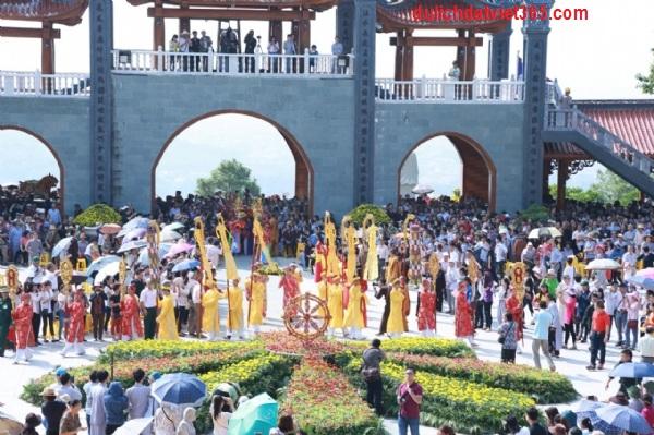 Lễ Hội Chùa Ba Vàng