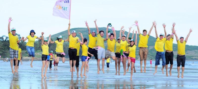 Team buiding bãi biển Cửa Lò