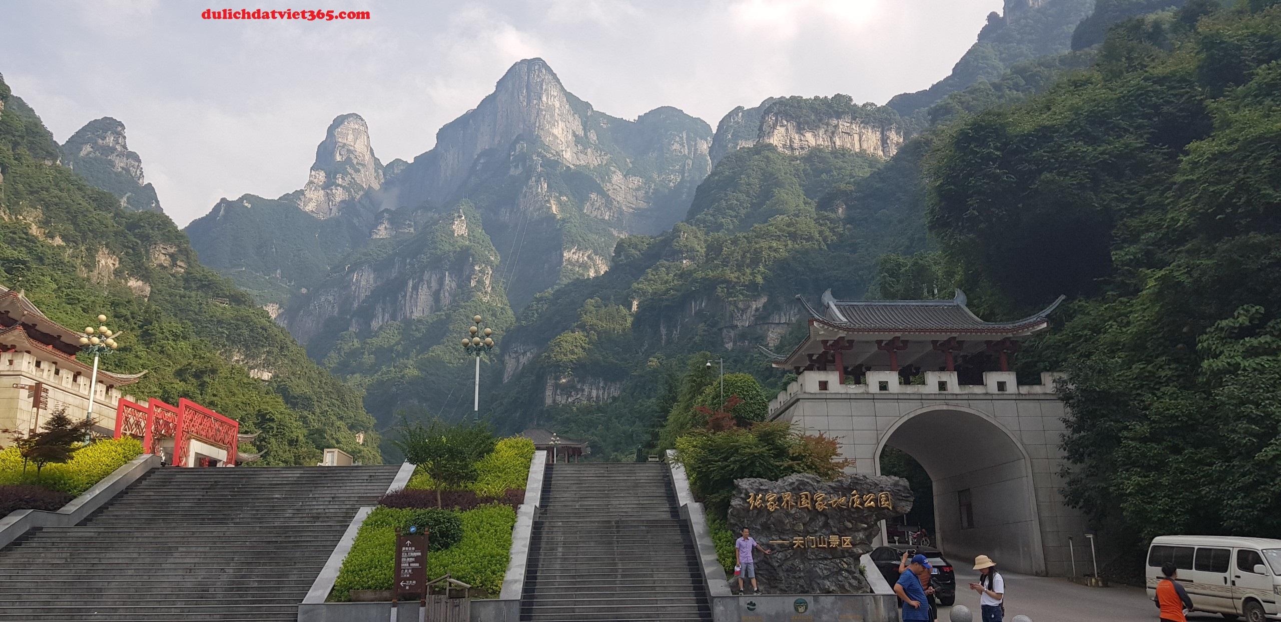 Núi Non Hùng vĩ Thiên môn sơn