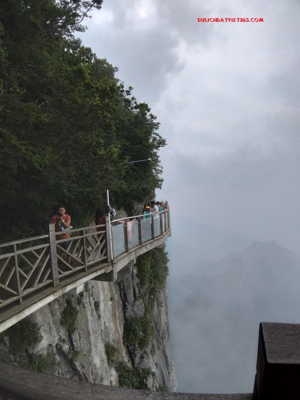 du lịch sàn Đạo Kính Thiên Môn sơn