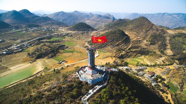 Tour Hà Giang sapa -Cột cờ lũng cú